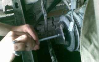 Как открутить болт на шкиве коленвала